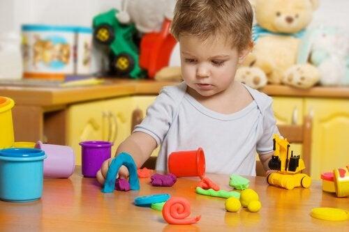 Fordele ved modellervoks for børn