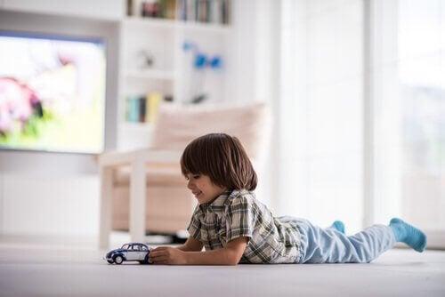 I hvilken alder kan børn være alene hjemme?