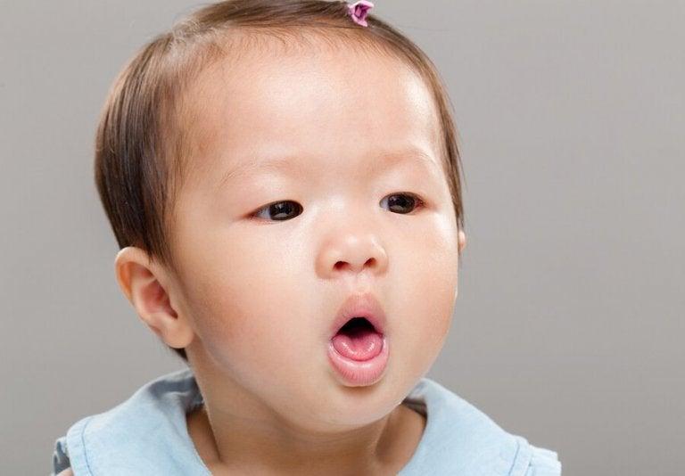 Baby får mad galt i halsen: Behandlingsmetoder