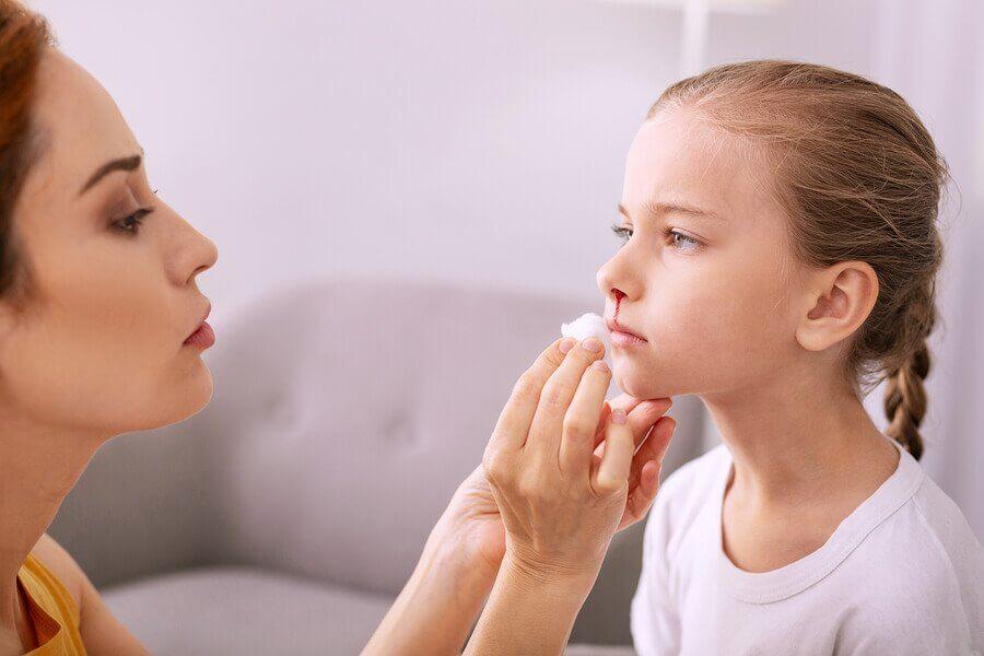 Næseblod hos børn: Behandling og forebyggelse
