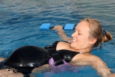 Fordele ved svømning under graviditeten