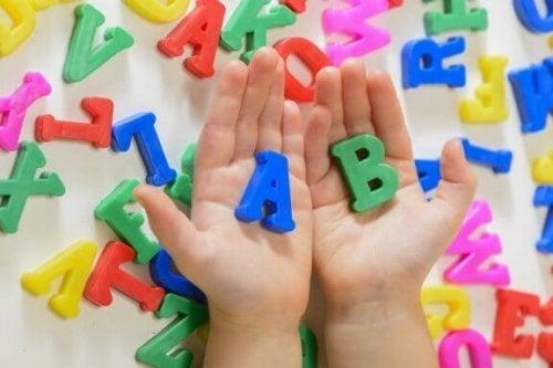 5 handlinger til at fremme sproget hos børn