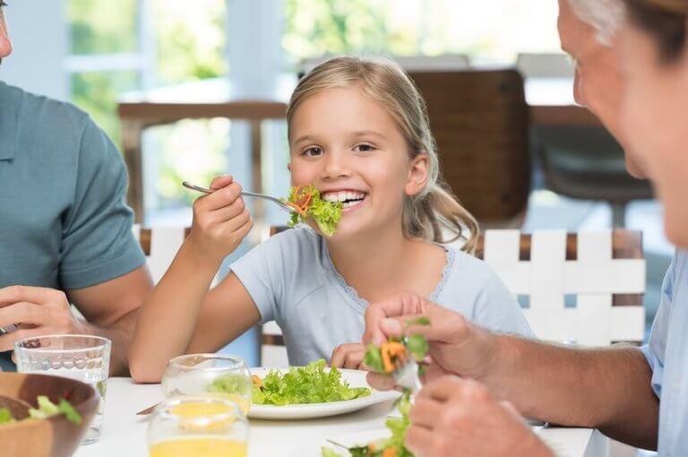 Vigtigheden af at lære børn bordskik
