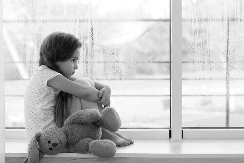 En lille pige som er ensom