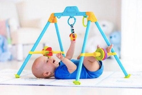 Stimulerende øvelser for babyer