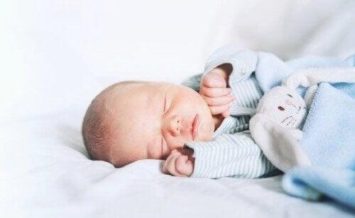 Den video viser at kærlighed gør for tidligt fødte babyer stærkere