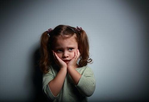 lille pige der er bange