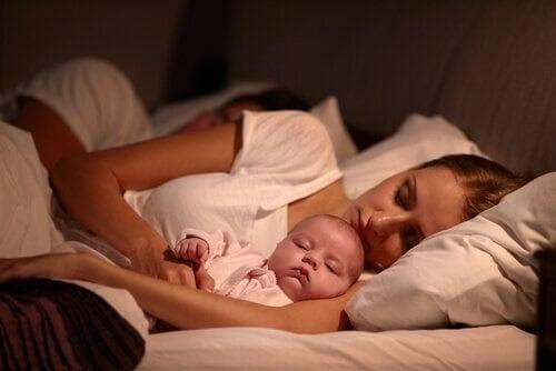 4 Idéer til at Sikre at Dit Barn Kan Sove Godt