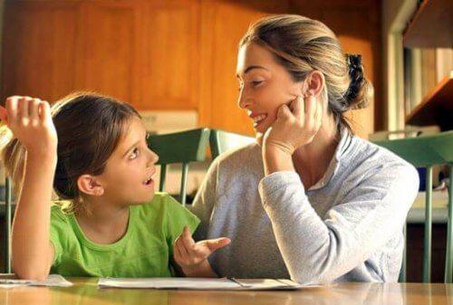 Mor og datter taler