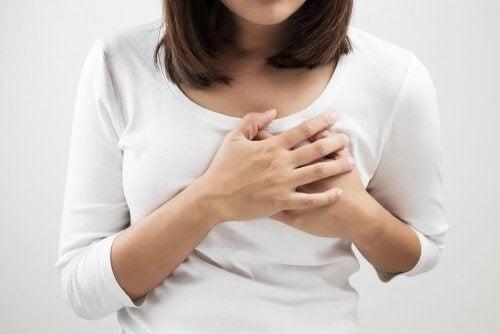 Kvinde med mastitis