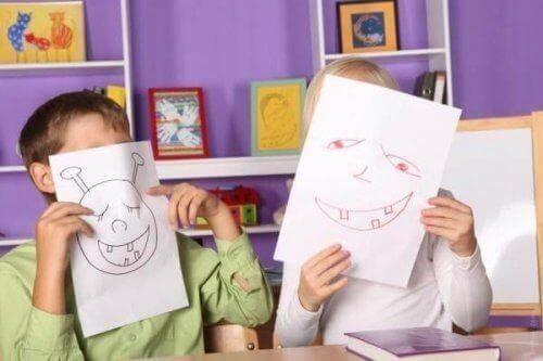 Børn har tegnet ansigter