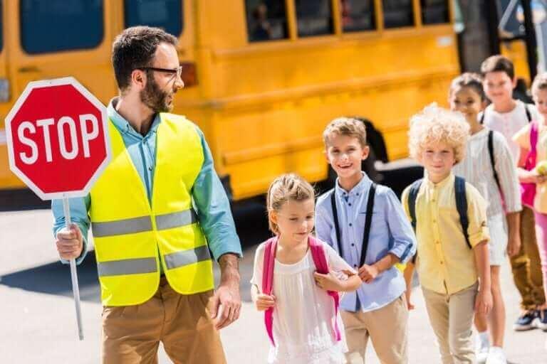 børn der krydser vej