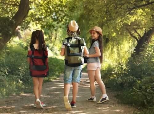 Tre børn på lejrtur