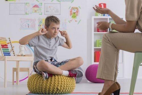 Dreng nægter at lytte til sin mor