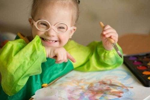 lille pige med briller