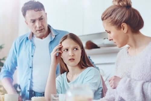 Far, mor og datter er uenige