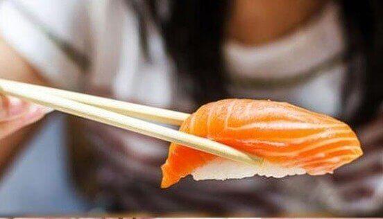 sushi med laks