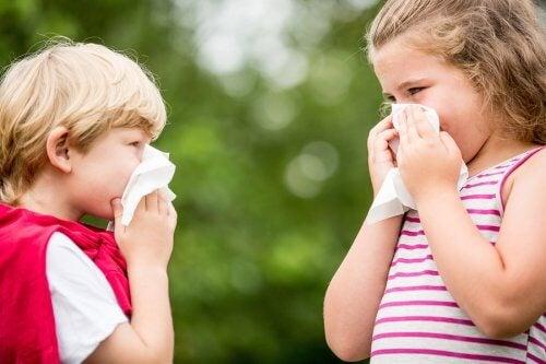 To børn med luftvejsallergi