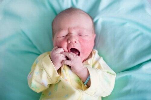 Baby med hudlidelse