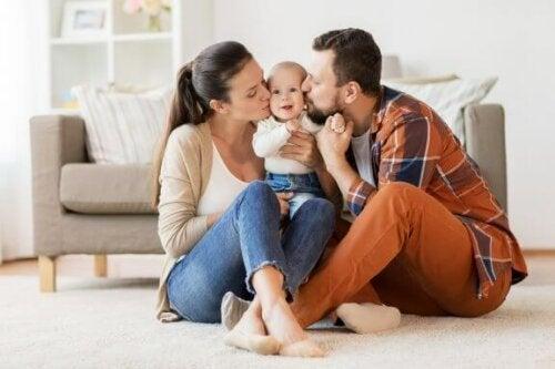 Moderskabet tester ægteskabet hos nye forældre