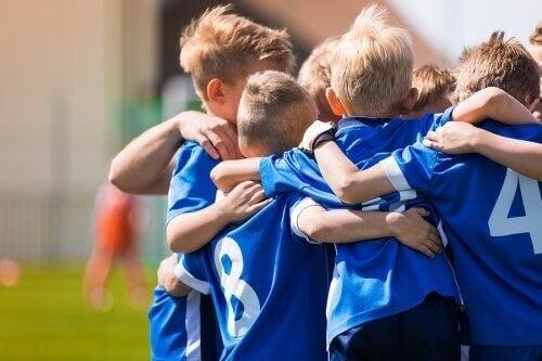 Fodboldhold bestående af børn
