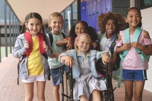 gruppe af børn i skole