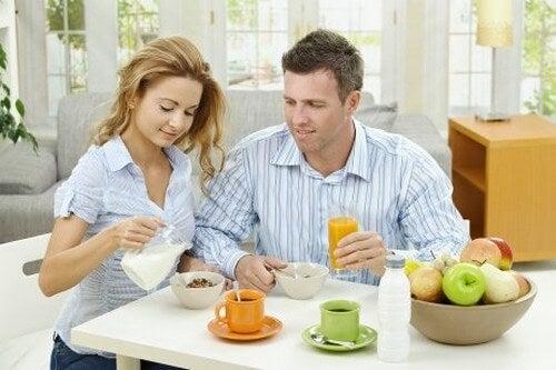 Par lever i et sundt forhold