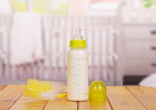 Sådan vasker du sutteflasker ordentligt