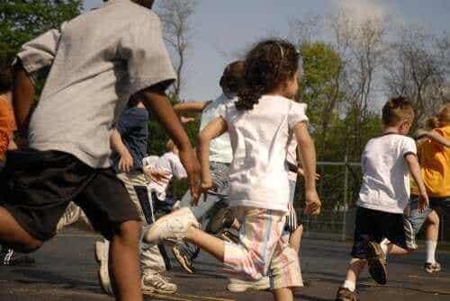 Er det lovligt at straffe børn ved at forbyde frikvarter?