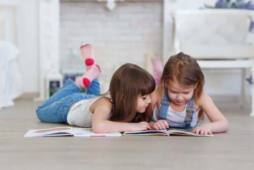 Tips til at hjælpe dine børn med at begynde at læse