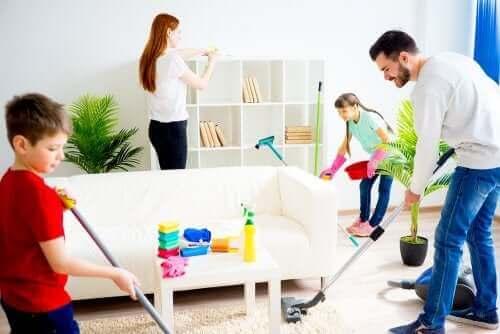 familie der gør rent sammen
