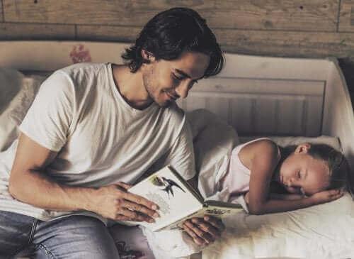 Hvornår man skal begynde at læse historier for børn