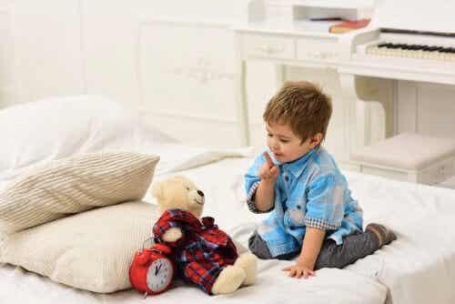 Når børn bliver for tilknyttede til tøjdyr
