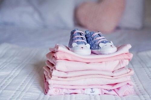 Sådan bruger du dine børns gamle tøj