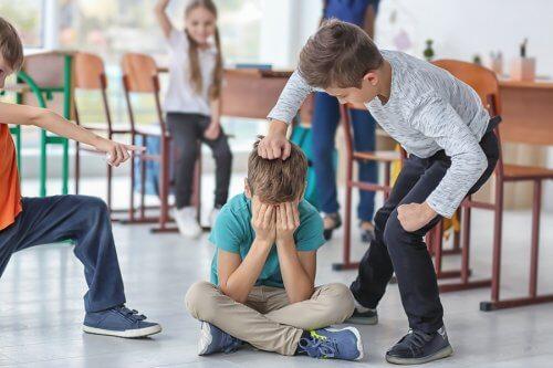 dreng der bliver mobbet i skole