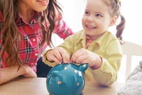 Vigtigheden af at lære børn om værdien af penge