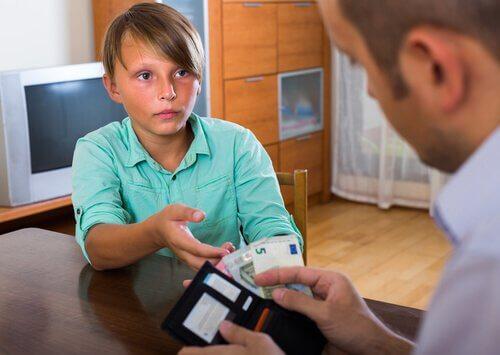 dreng der beder sin far om penge