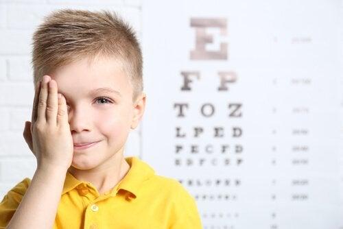 dreng til synsprøve