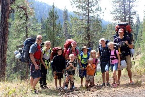 familie på vandretur