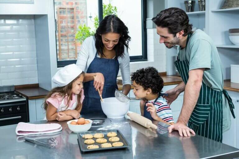 Fire aktiviteter I kan nyde hjemme som familie