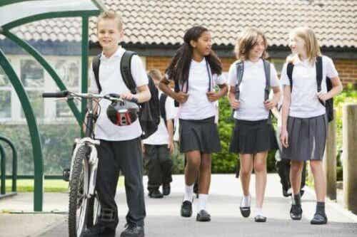 Fordele og ulemper ved skoleuniform