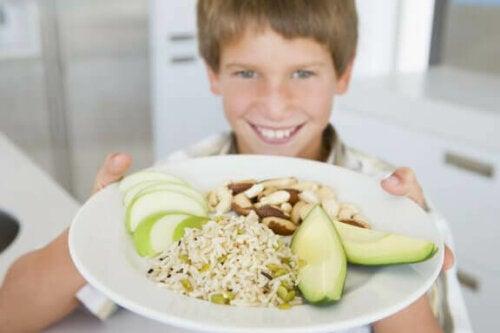 Hvordan ernæring påvirker præstationen i skolen