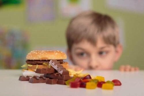Børn skal lære at sige nej til mad fra fremmede