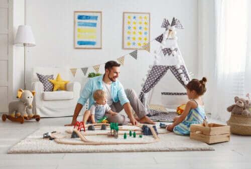 far der leger med sine børn