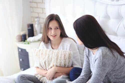 Undgå konflikter med teenagere under corona-krisen ved at tale sammen