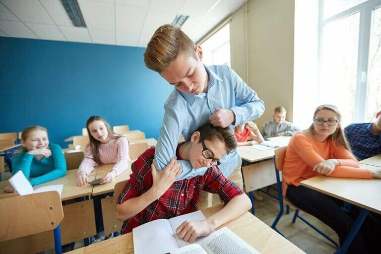 Hvad du kan gøre, hvis dit barn slår i skolen