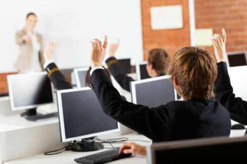 Hvad tilbyder nye teknologier i klasseværelset børn