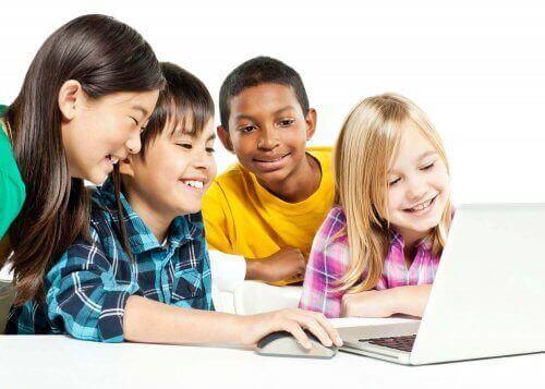 børn ved computer