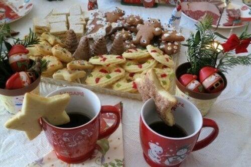 dækket bord med juleting