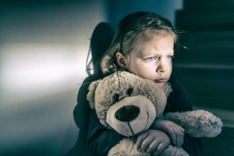 5 tegn på følelsesmæssig mangel hos børn